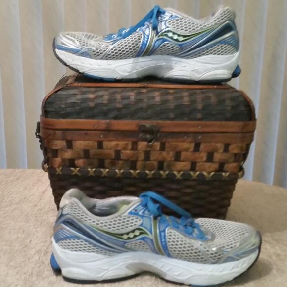 Saucony PowerGrid Triumph 9 Natural Running Shoe